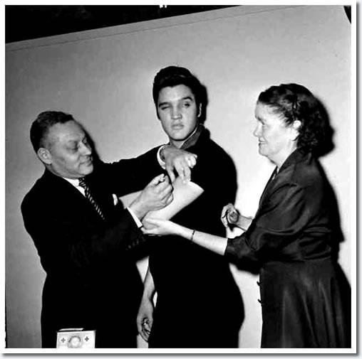 elvis presley gets his polio shot october 28 1956