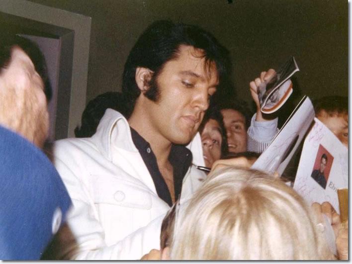 Resultado de imagem para elvis international hotel 1969