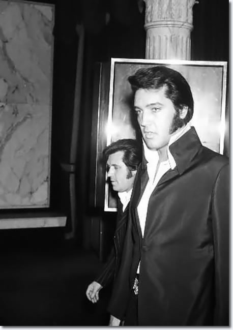 Elvis Presley At A Nancy Sinatra Show At Caesar S Palace