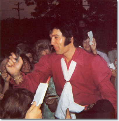 Elvis at Graceland with his fans July 1970