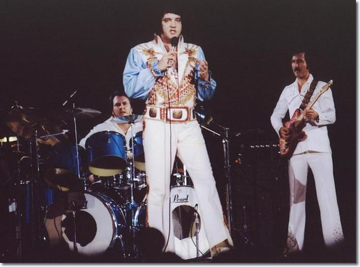Larry Londin, Elvis Presley and James Burton - 20th March 1976 Evening show in Charlotte