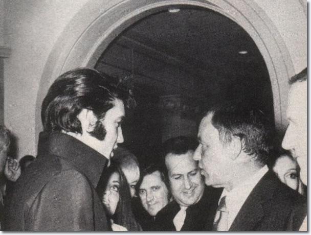 Elvis Presley, Priscilla Presley, Charlie Hodge, Joe Esposito y Frank Sinatra - 29 de agosto 1969