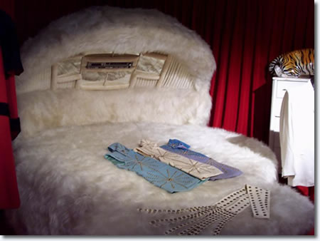 elvis presley 39 s bedroom at graceland bing images