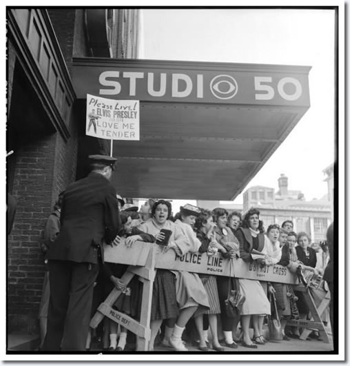 Crowds gather to see Elvis : October 28, 1956.