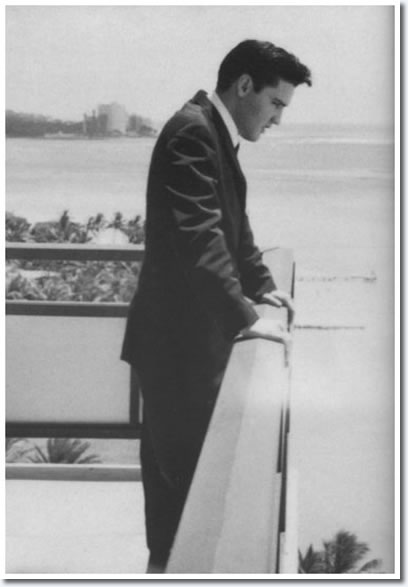Elvis Presley : Hilton Hawaiian Village Hotel : Honolulu, Hawaii March 1961.