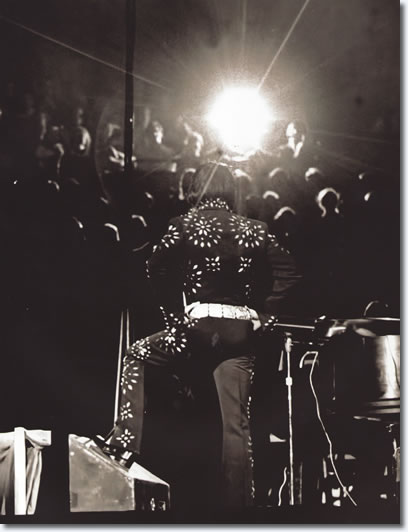 Elvis Presley : Boston Garden : November 10, 1971 (8.30 pm) : Boston, MA. Photo from the book, Elvis : 71 at 40.