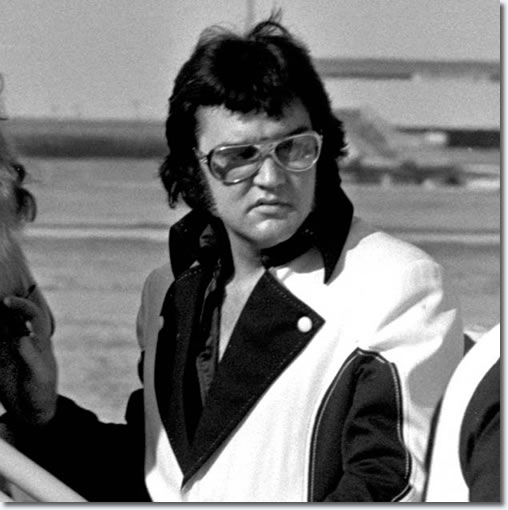 Elvis Presley : Leaving Cincinnati, OH on March 22, 1976 after two shows there on March 21, 1976