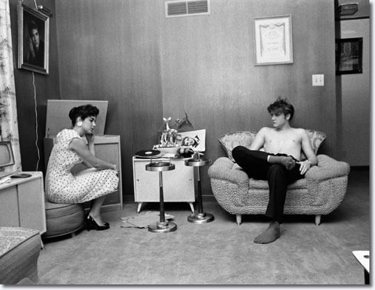 1956 ELVIS PRESLEY with GLADYSAudubon Drive MEMPHIS Photo SHIRTLESS