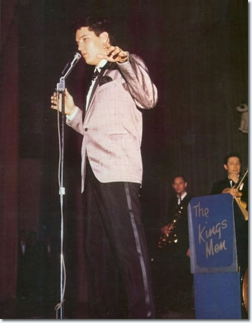 https://www.elvispresleymusic.com.au/pictures/img/elvis/60s/61/1961-february-25-matinee-show3.jpg