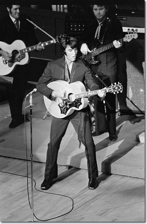 https://www.elvispresleymusic.com.au/pictures/img/elvis/60s/69/1969_july_31c.jpg