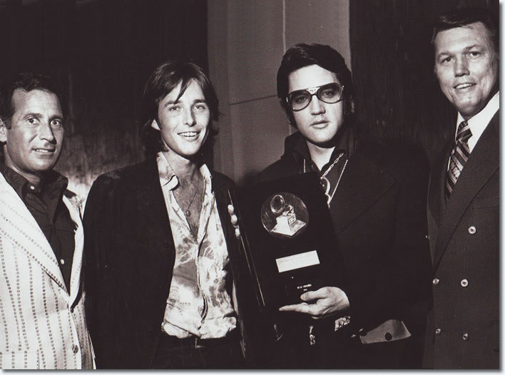 https://www.elvispresleymusic.com.au/pictures/img/elvis/70s/71/1971-august-28-bing-crosby-award.jpg