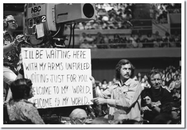Cue card for 'Welcome To My World'. Aloha From Hawaii : January 14, 1973.