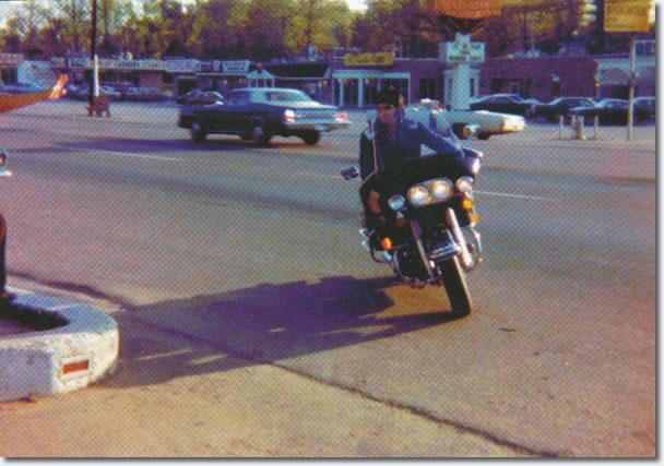 Elvis returning to Graceland August 11, 1977
